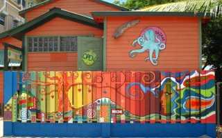 Чем покрасить деревянный забор своими руками