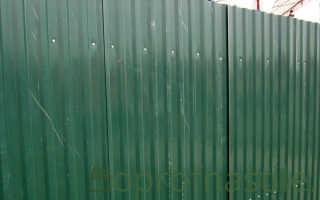 Как осуществляется крепление профнастила на забор