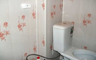 Как приклеить панели в туалете на стены