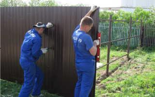 Правила крепления профнастила на забор