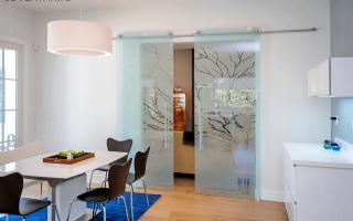 Как поменять стеклянную вставку в двери