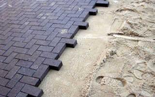 Как правильно класть тротуарную плитку на песок