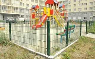 Забор вокруг детской площадки