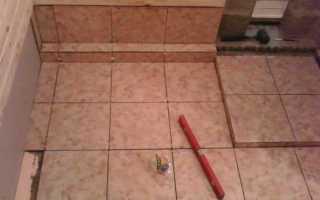 Облицовка плиткой пола бани
